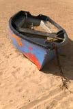 老被放弃的小船 库存图片
