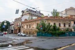 老被放弃的房子在Podil,乌克兰, Kyiv 社论 08 03 2017年 库存照片