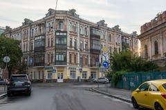 老被放弃的房子在Podil,乌克兰, Kyiv 社论 08 03 2017年 库存图片