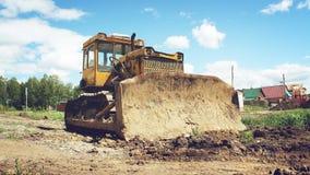 老被放弃的挖掘机 库存图片