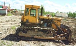 老被放弃的挖掘机 免版税库存图片