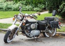 老被放弃的摩托车 免版税库存图片