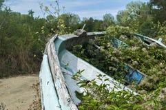 老被放弃的木小船特写镜头 图库摄影