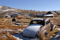 老被放弃的汽车 图库摄影