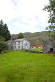老被放弃的爱尔兰农舍 免版税图库摄影