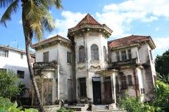 老被放弃的特写镜头哈瓦那房子 图库摄影