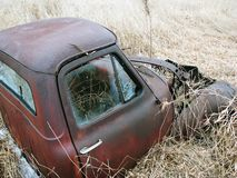 老被放弃的生锈的梅特卡车 库存照片