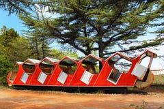 老被放弃的缆索铁路的车在第比利斯,乔治亚 免版税库存照片