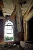 老被放弃的腐烂的被破坏的剧院,一幅褴褛帷幕 库存图片