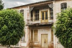 老被放弃的葡萄酒乡间别墅 免版税库存照片