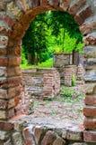 老被放弃的葡萄酒粗砺的石城堡墙壁废墟 库存图片