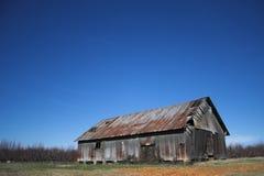 老被放弃的谷仓金属 库存照片