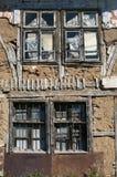 老被放弃的难看的东西农村房子墙壁 库存图片