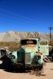 老被放弃的agricultioral古色古香的机械 库存图片