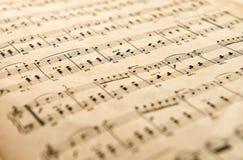 老被染黄的年迈的音乐比分 免版税库存图片