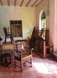 老被毁坏的家具房子 免版税图库摄影
