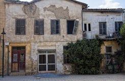老被毁坏的房子 图库摄影