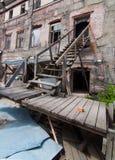 老被毁坏的房子 免版税库存图片