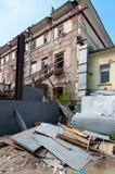 老被毁坏的房子 免版税图库摄影