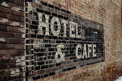 老被用完的旅馆标志 库存照片
