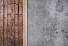 老被索还的木材和混凝土墙 库存图片