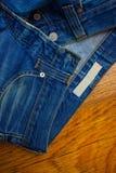 老被解扣的牛仔裤 免版税库存照片