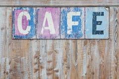 老被风化的咖啡馆标志 免版税图库摄影