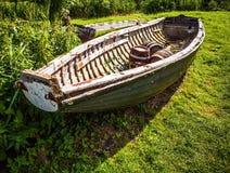 老被风化的小船特写镜头 库存图片