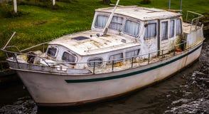 老被风化的小船特写镜头 免版税库存照片