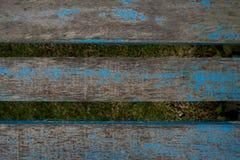 老被风化的木椅子铺板纹理 免版税库存照片