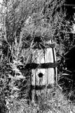 老被风化的桶 库存照片