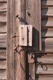 老被风化的毂仓大门 免版税库存照片