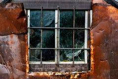 老被风化的窗口 免版税库存照片