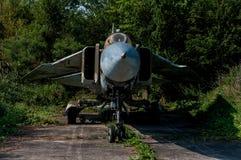 老被风化的米高扬Gurevich MiG23MF 免版税库存图片