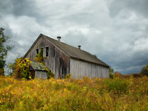老被风化的谷仓 库存照片