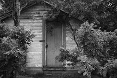 老被风化的门 免版税库存图片