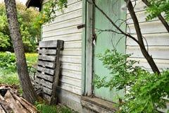 老被风化的门 免版税图库摄影