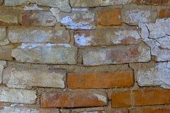老被风化的破裂的砖墙片段正方形 免版税库存图片