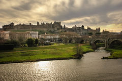 老被围住的城堡和河奥德省 卡尔卡松 法国 免版税库存照片