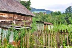 老被破坏的农村房子 免版税库存照片