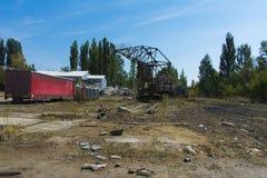 老被破坏的和被放弃的工厂在区域 图库摄影