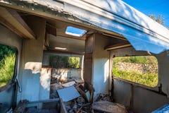 老被破坏的拖车 免版税库存图片
