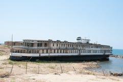 老被破坏的船 库存照片