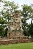 老被破坏的被忘记的印度寺庙在阿尤特拉利夫雷斯 免版税库存照片