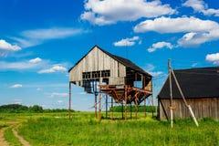 老被破坏的谷物仓库 库存图片