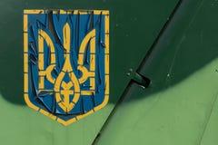 老被绘的乌克兰三叉戟 免版税库存照片