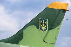 老被绘的乌克兰三叉戟 免版税库存图片