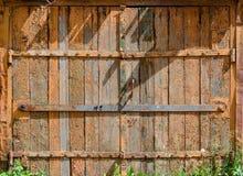 老被绘的木门 免版税库存照片