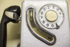 老西班牙公用电话摊从1960年 库存照片