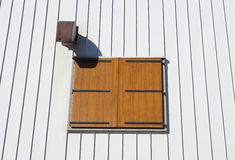 老视窗 木颜色白色背景 土气样式 库存照片